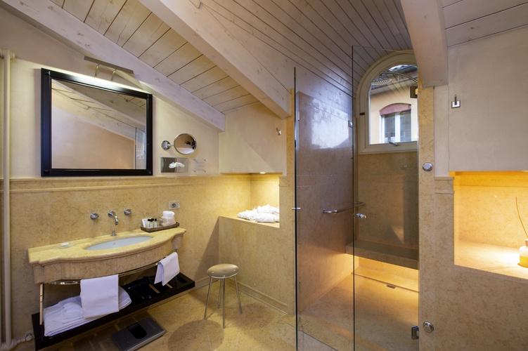 Salle de bains  art hotel novecento bologne