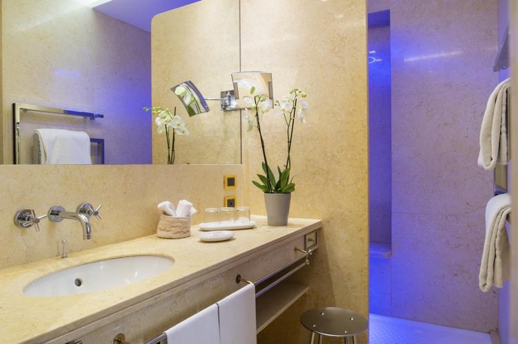 Salle de bains  art hotel orologio bologne