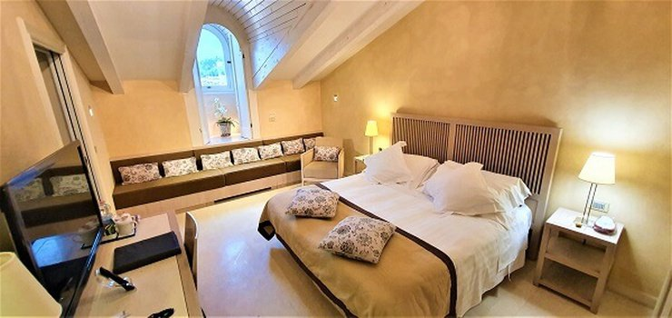 Chambre deluxe penthouse  art hotel novecento bologne, italie