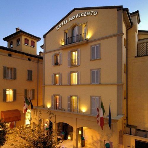 Façade  art hotel novecento bologne, italie