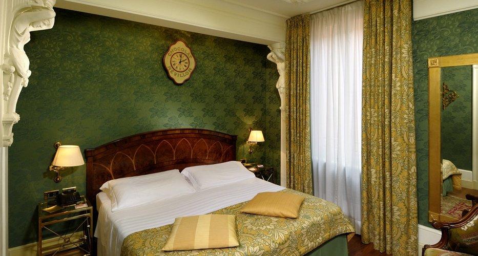 Chambre classique Art Hotel Orologio Bologne, Italie