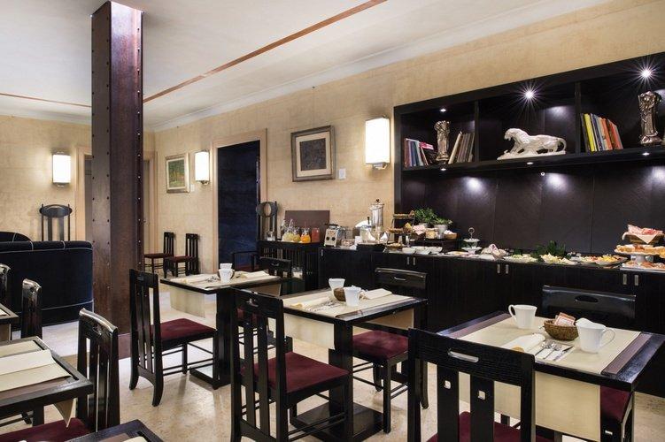 Petit-déjeuner buffet  art hotel novecento bologne, italie