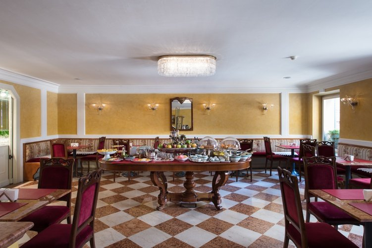 Petit-déjeuner buffet  art hotel orologio bologne