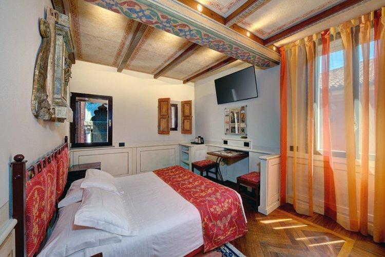 Chambre deluxe  art hotel commercianti bologne