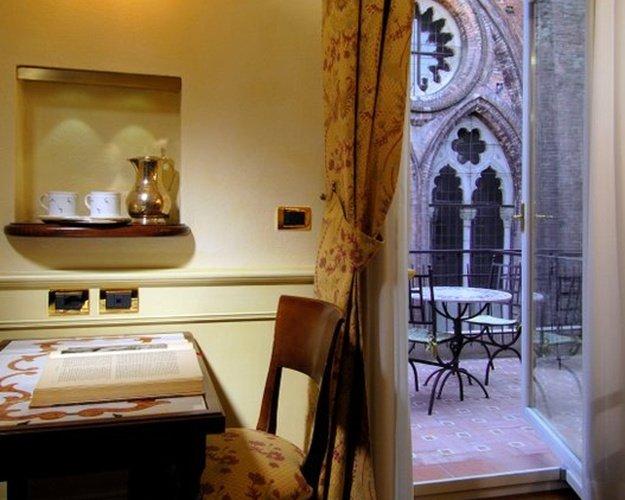 CHAMBRE DOUBLE DELUXE Art Hotel Commercianti Bologne, Italie