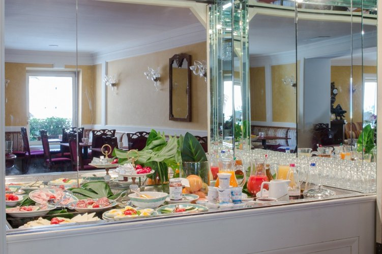 Buffet Art Hotel Orologio Bologne, Italie